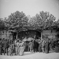 Roger-Viollet | 735280 | Gingerbread fair in Paris, about 1894-1895: the Corvi circus. | © Léon & Lévy / Roger-Viollet
