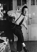 Roger-Viollet | 736238 | World War II. Young  zazou  dancing. | © Albert Harlingue / Roger-Viollet