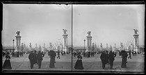 Roger-Viollet | 736516 | 1900 World Fair in Paris. Overview of the bridge Alexandre III near the Invalides. | © Léon & Lévy / Roger-Viollet