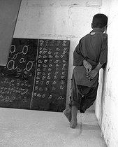 Roger-Viollet | 737985 | School built by the soldiers for the children of the village of M'Zaourat, Mascara Area, during the Algerian War of Independence. Algeria, Summer 1961. | © Jean-Pierre Laffont / Roger-Viollet