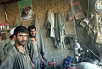 Roger-Viollet   740716   Second war in Afghanistan between the USA and the Northern Alliance against the Taliban following the September 11, 2001 attacks. Engine shop in Khwadja Bahauddin, city where the Commander Ahmad Shah Massoud has been killed. Afghanistan, September-October 2001.   © Jean-Paul Guilloteau / Roger-Viollet