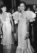 Roger-Viollet | 741630 | Viscountess Jacqueline de Ribes (born in 1929), French fashion designer, attending the New-Orleans ball. | © Jack Nisberg / Roger-Viollet