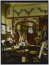 Roger-Viollet | 743270 | Interior of a bakery, 309 rue du Faubourg Saint-Antoine. Paris (XIth arrondissement), 1981. Photograph by Felipe Ferré. Paris, musée Carnavalet. | © Felipe Ferré / Musée Carnavalet / Roger-Viollet