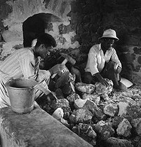 Roger-Viollet | 744144 | Men. El Menea (formerly El Golea). Algeria, around 1930-1960. | © Gaston Paris / Roger-Viollet