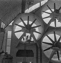 Roger-Viollet | 744359 | Soufflerie pour les tests d'aviation. Meudon (Hauts-de-Seine), vers 1945. | © Gaston Paris / Roger-Viollet