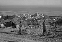 Roger-Viollet | 746267 | Algerian War of Independence. Cherchell Infantry Military School. Overview of the school from the  South Plateau . Algeria, October 1960. | © Jean-Pierre Laffont / Roger-Viollet