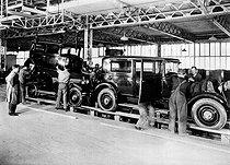 Roger-Viollet | 748224 | Assembling bodyworks at the Renault car factory. Boulogne-Billancourt (Hauts-de-Seine, France), 1931. | © Jacques Boyer / Roger-Viollet