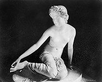 Roger-Viollet | 749704 | Nymphe de Salmacis par Bosio. Louvre. | © Léopold Mercier / Roger-Viollet