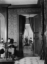 Roger-Viollet | 753956 | Trilocation. Paris, 1893. Photograph by Henri Roger (1869-1946). | © Henri Roger / Roger-Viollet