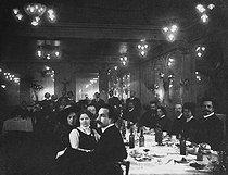Roger-Viollet | 755446 | Russian revolutionary dinner. Paris, 1911. | © Pierre Choumoff / Roger-Viollet