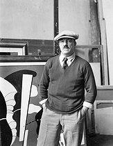 Roger-Viollet | 756848 | Fernand Léger (1881-1955), French painter, in his studio, Paris, around 1925. | © Pierre Choumoff / Roger-Viollet