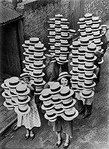 Roger-Viollet | 761721 | Hat delivery. Luton (Bedfordshire, England), 1935. | © Jacques Boyer / Roger-Viollet