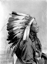Roger-Viollet   762303   Sioux, around 1900.   © Léopold Mercier / Roger-Viollet