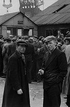 Roger-Viollet | 762734 | Dockers. Liverpool (England), 1955. Photograph by Jean Marquis (1926-2019). | © Jean Marquis / Roger-Viollet