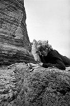 Roger-Viollet   765179   Mireille Darc (1938-2017), French actress. France, 1966. Photograph by Georges Kelaïditès (1932-2015).   © Georges Kelaïditès / Roger-Viollet