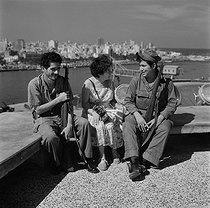 Roger-Viollet | 765435 | Hélène Roger-Viollet (1901-1985), French photographer, with two soldiers from the Fidel Castro's liberation army. Havana (Cuba), March 1959. | © Roger-Viollet / Roger-Viollet