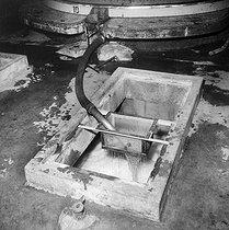 Roger-Viollet | 765820 | Caves de vin de Champagne  Moët et Chandon , Epernay (Marne), 1953. | © LAPI / Roger-Viollet