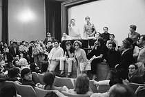 Roger-Viollet | 765844 | Events of May-June 1968. Etats Généraux du Cinéma at the Cannes Film Festival. Henri Chapier at the gallery. Front, from left to right: Roger Hanin, Nedjar and Nelly Kaplan (sunglasses). On the left, profile, Claude Lelouch and on the right, José-Maria Flotats, Spanish actor. Cannes (France), 1968. Photograph by Janine Niepce (1921-2007). | © Janine Niepce / Roger-Viollet