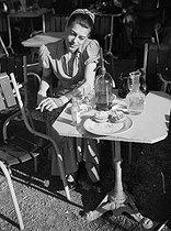 Roger-Viollet | 768470 | Woman at a café terrace. Paris, 1949. | © Roger-Viollet / Roger-Viollet