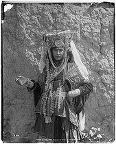 Roger-Viollet | 769056 | Woman from the Ouled Naïl tribe | © Neurdein frères / Roger-Viollet