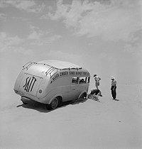 Roger-Viollet | 774395 | The  Guèpe 64 , bus from the Hoggar-Algiers-Fort-Lamy line (Chad), stuck in the sand. Sahara, 1945. | © Gaston Paris / Roger-Viollet