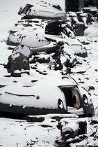 Roger-Viollet | 775352 | Destruction of T54 tanks at the Charlottenhof camp, after the German reunification. Germany, 1990. | © Jean-Paul Guilloteau / Roger-Viollet