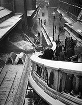 Roger-Viollet   778626   Gare de l'Est. Stairs at the rue d'Alsace, from the passage Delanos, under the snow. Paris (Xth arrondissement), 1947. Photograph by René Giton known as René-Jacques (1908-2003). Bibliothèque historique de la Ville de Paris.   © René-Jacques / BHVP / Roger-Viollet