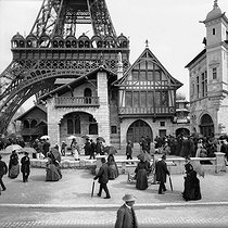 Roger-Viollet | 779944 | 1889 World Fair in Paris. The Venice glass-making pavilion at the feet of the Eiffel Tower. | © Neurdein / Roger-Viollet