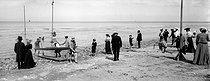 Roger-Viollet | 780491 | Villers-sur-Mer (Calvados). The beach at high tide, around 1890-1900. | © Neurdein / Roger-Viollet