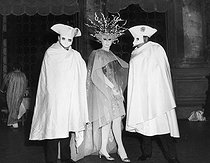 Roger-Viollet | 781697 | Viscountess Jacqueline de Ribes (born in 1929), French fashion designer, surrounded by Luchino Visconti and Franco Rossi, during a masked ball. Venice (Italy), on September 9, 1967. | © Jack Nisberg / Roger-Viollet