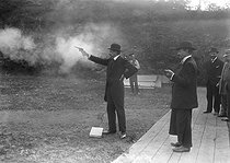 Roger-Viollet | 782743 | Paris - Shooting contest at the Tuileries | © Maurice-Louis Branger / Roger-Viollet