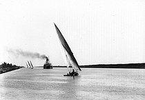 Roger-Viollet | 788608 | Traffic on the Suez Canal (Egypt). | © Léon & Lévy / Roger-Viollet