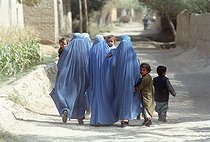 Roger-Viollet   790992   Second war in Afghanistan between the USA and the Northern Alliance against the Taliban following the September 11, 2001 attacks. Women wearing the burqa with their children in Debali near the front line. Afghanistan, September-October 2001.   © Jean-Paul Guilloteau / Roger-Viollet