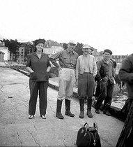 Roger-Viollet   792396   Monsieur et Madame Mauborgne, inventeurs du moulinet de pêche Luxor commercialisé par Pezon et Michel, avec Charles Ritz, fils de César Ritz et pêcheur (3ème en partant de la gauche).   © Tony Burnand / Roger-Viollet