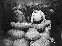 Roger-Viollet | 794460 | Pumpkin seller at the Halles market. Paris (Ist arrondissement), circa 1910. | © Albert Harlingue / Roger-Viollet