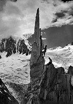 Roger-Viollet | 794969 | High-altitude climbing. | © Neurdein / Roger-Viollet