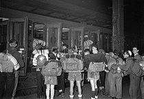 Roger-Viollet | 795788 | Campers taking the train, 1939. | © LAPI / Roger-Viollet