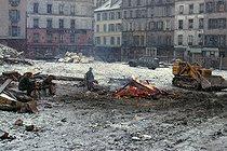 Roger-Viollet | 801333 | Construction site, rue de Belleville. Paris (XIXth arrondissement), circa 1968. Photograph by Léon Claude Vénézia. | © Léon Claude Vénézia / Roger-Viollet