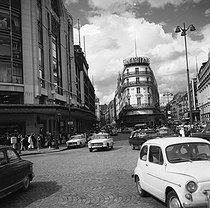 Roger-Viollet | 801840 | Paris, Ist district. Stores of the Samaritaine, the Pont-Neuf street. June 1968. | © Roger-Viollet / Roger-Viollet