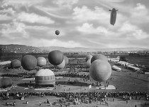 Roger-Viollet   802015   The Gordon Bennett Cup in ballooning   © Maurice-Louis Branger / Roger-Viollet