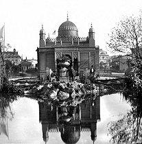 Roger-Viollet | 803879 | 1867 World Fair in Paris. The Prussian pavilion and its park. Detail of a stereoscopic view. | © Léon & Lévy / Roger-Viollet