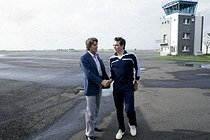 Roger-Viollet | 804280 | Bernard Tapie (born in 1943), French politician and businessman, shaking hands with Bernard Hinault (born in 1954), French racing cyclist. France, 1970's. | © Roger-Viollet / Roger-Viollet