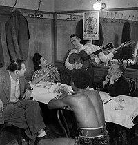 Roger-Viollet | 805826 | Circus artists in their dressing room. France, circa 1935. | © Gaston Paris / Roger-Viollet