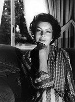 Roger-Viollet | 808174 | Liliane Bettencourt (1922-2017), French businesswoman, main shareholder of L'Oréal, at her place. Neuilly-sur-Seine (France), circa 1980. | © Kathleen Blumenfeld / Roger-Viollet