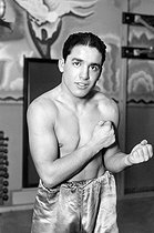 Roger-Viollet | 812303 | Young Perez (1911-1945), Tunisian World boxing champion. | © Roger-Viollet / Roger-Viollet