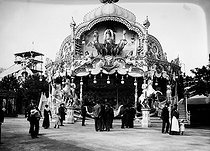Roger-Viollet | 812437 | Fair of the Invalides. Steam roller-coaster. Paris,1908. | © Jacques Boyer / Roger-Viollet