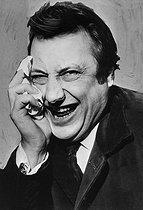 Roger-Viollet | 812738 | Raymond Devos (1922-2006), French comedian. France, about 1960. | © Roger-Viollet / Roger-Viollet