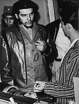 Roger-Viollet   813767   Che Guevara (Ernesto Rafael Guevara, 1928-1967), Argentine-born Cuban revolutionary and Secretary for Trade, visiting the Griguanabo Baula textile factory, his respiratory system in his hands. Ariguanabo (Cuba). 1959.   © Gilberto Ante / BFC / Roger-Viollet
