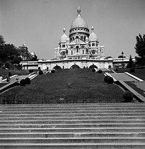 Roger-Viollet | 816872 | The Sacré-Coeur basilica. Paris (XVIIIth arrondissement), May 1949. | © Roger-Viollet / Roger-Viollet