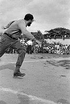 Roger-Viollet | 816991 | Fidel Castro (1926-2016), Cuban revolutionary and statesman, playing baseball. Santiago de Cuba (Cuba), 1960. | © Gilberto Ante / Roger-Viollet